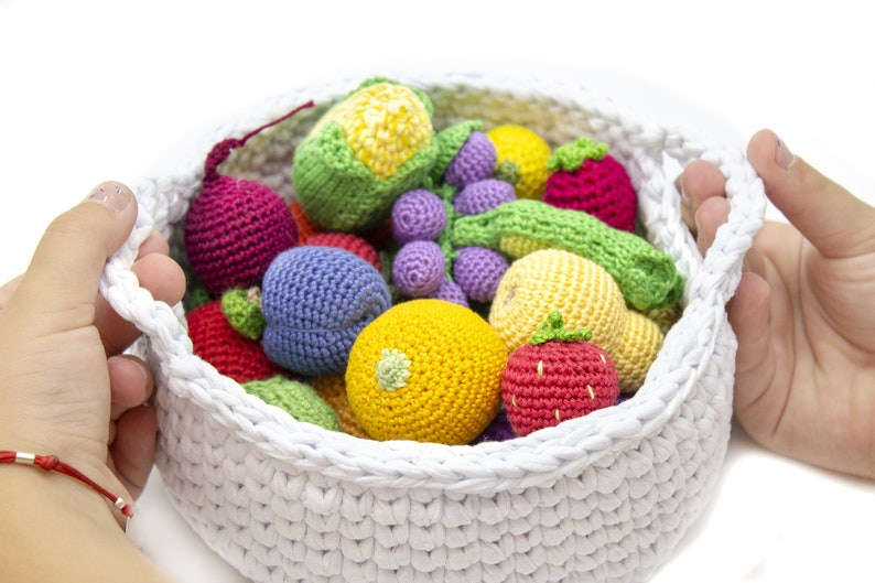Amazon.com: Crochet Food. 35 Crochet Patterns of Fruits and Vegetables  eBook: Kay, Veronica: Kindle Store | 529x794