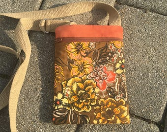 876a4ad20c09 Small Zippered Crossbody Bag in Brown Floral   Birthday Gift   Gift for  Teen   Gift for Mom   Gift for Grandma   Child Purse   Coral Floral