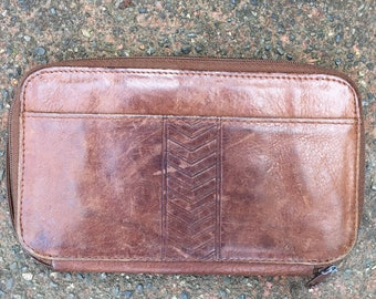 Vintage Brown Leather Wallet. Zip Up.