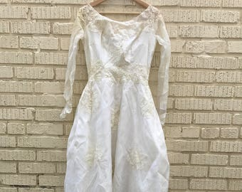 Vintage Wedding Dress. Long Sleeve Full Length. Lace. Small. Button Up. Floral. Beaded