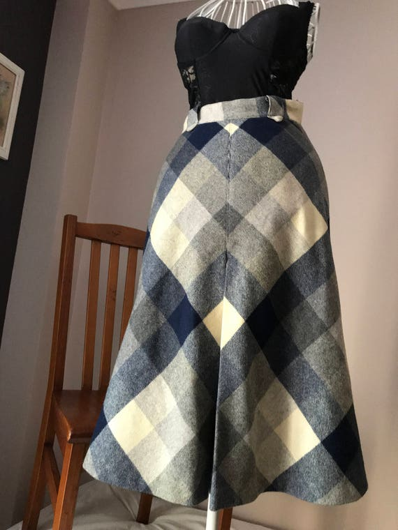 Lovely Pure Wool Charcoal and White 70's Plaid Ret