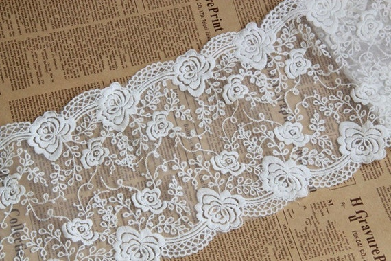 """Lily 9/"""" Wide White Exquisite Floral Venice Lace with Scalloped Edge by Yardage"""