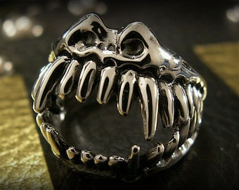 Sterling Silver Fanged Monster Ring / trs0357