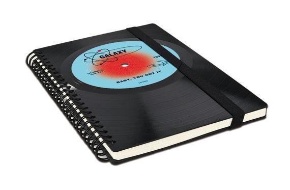 Personalisiertes Notizbuch aus Schallplatte - Personalisiertes Geschenk - Personalisierte Liebeserklärung