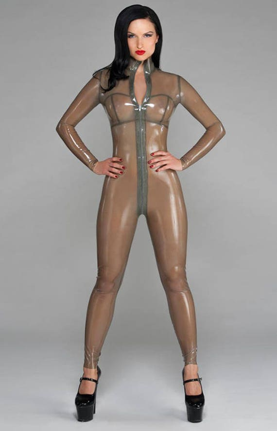 Девушка одевает прозрачный латекс женщины порно картинки