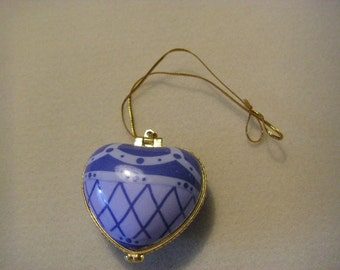 BLUE heart-shape ornament....OPENS  to the word PEACE.