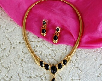 Trifari Demi Parure Jewelry Set. Necklace & Earrings. Gold Tone Pendant Style w/Black Onyx Cabochons. NOS Gift Boxed, Gift Ready