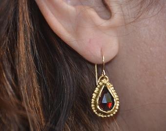 Gold Garnet earrings, Garnet teardrop earrings, red gemstone earrings, antique earrings, gold dangle earrings, January birthstone earrings