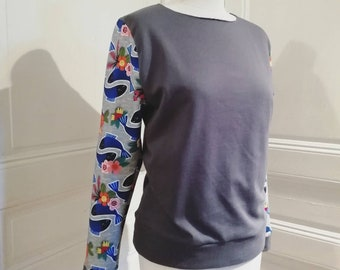 Women's sweater with graphic fishes print on sleeves
