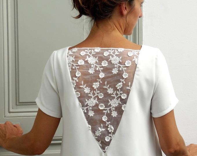 LISA : Robe été courte trapèze dos nu avec incrustation de tulle brodé, dentelle fleurs blanches. Petites manches courtes.
