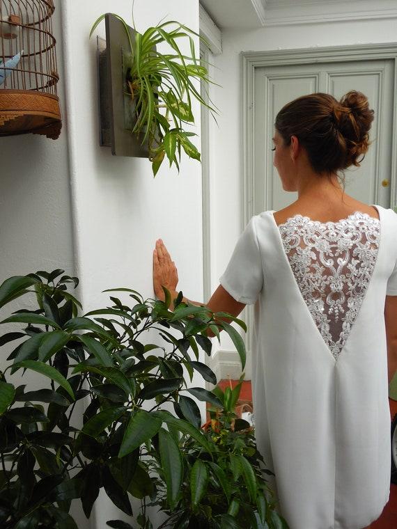 Short white dress, summer dress, embroideries, nacked back, flowery lace. Flared dress. Short wedding dress. bridal dress