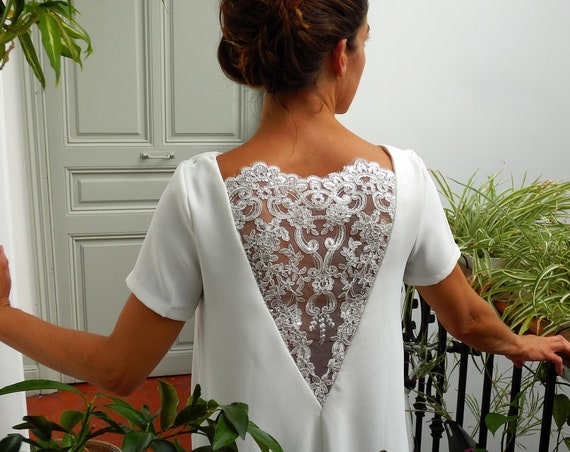 Short white dress, summer dress, embroideries, nacked back, flowery lace. Short wedding dress. bridal dress. courthouse's wedding