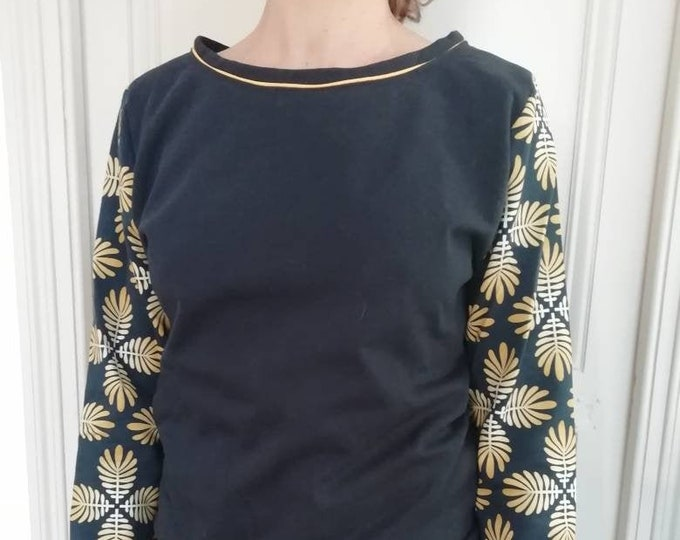 Women's sweater with leaf print on sleeves