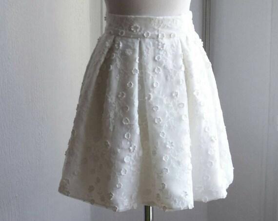 Short skirt for the bride. Ivory white lace, pleated skirt. Civil.ceremonie civil wedding. Short wedding dress. modern wedding