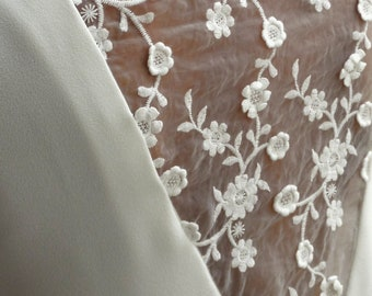 Short white dress, summer dress, embroideries, nacked back, flowery lace. Flared dress. Short wedding dress. bridal dress