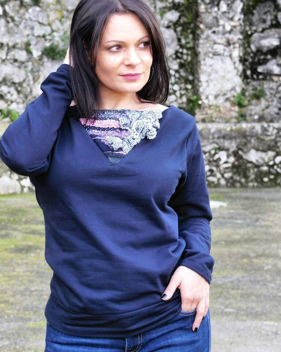 Woman navy sweater with weaving piece,