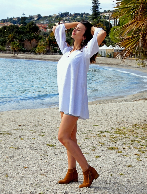 Summer tunic, long corsage in white cotton with big flowers embroidered. Long sleeves. Beautiful outfit for the beach!