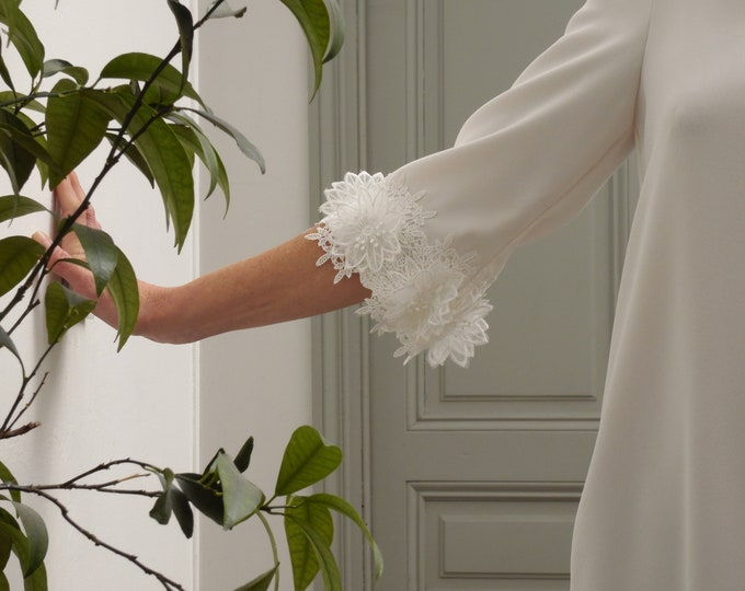 MANON : Short a-line bridal dress with embroidered sleeves