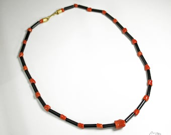 Coral and onyx necklace with gold closure