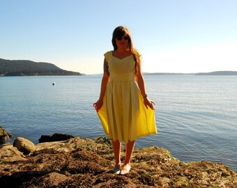 Vintage 1950s Dress MEDIUM Pale Yellow Cotton Dress, SUMMER DRESS, Sweetheart Circle Skirt Dress, Full Skirt Buckle Back Pleated Party Dress