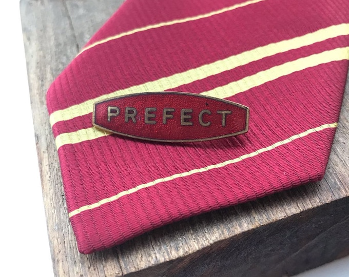 Oval vintage PREFECT school pin - red