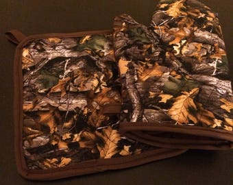 Brown camo insulated/quilted oven mitt and pot holder set