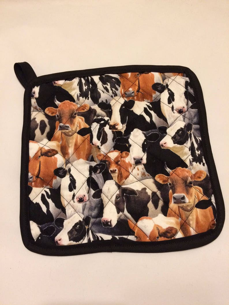 Cow themed quiltedinsulated pot holder and oven mitt set