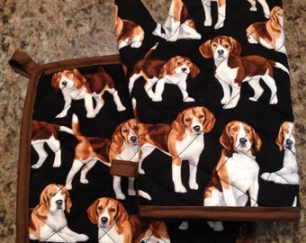 Black beagle print insulated/quilted oven mitt and pot holder set
