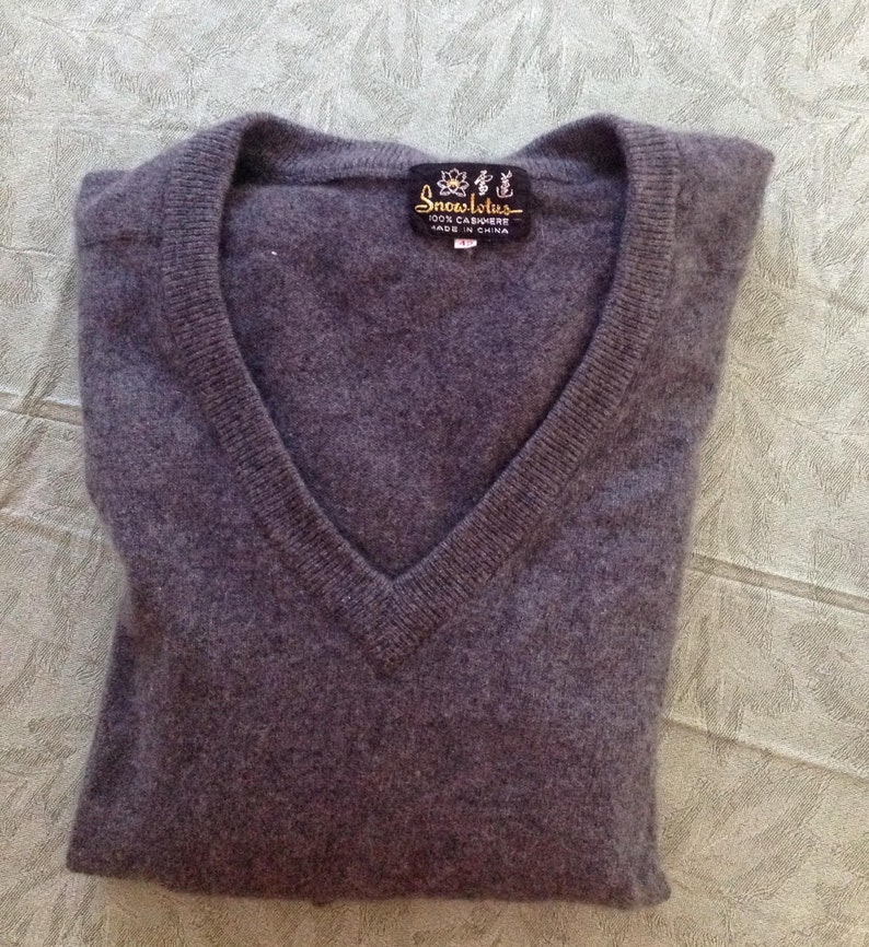 a113bf50b40cc Vintage Gray Cashmere Sweater V Neck Pullover Sweater Tag