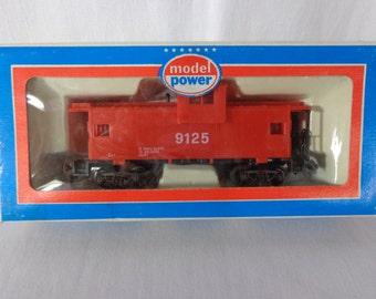 Model Power 9125 Model Train Cars, Red Caboose Original Box , HO Scale Model Train