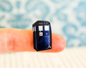 doctor who pin , police box , doctor who gift , nerdy gift , doctor who tardis , dr who fan , tardis gifts
