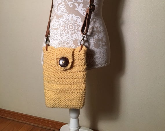 Spring Break Crossbody Bag -- a loom knit pattern