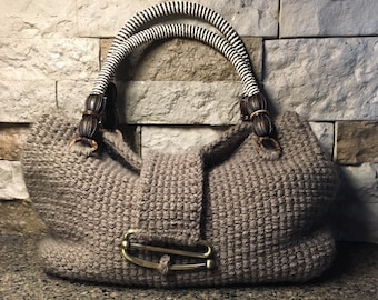 Barrel Stitch Bag  --  a loom knit pattern