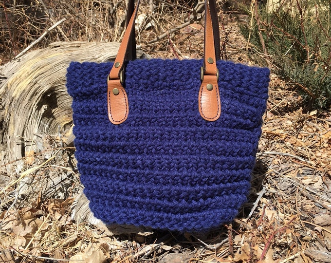Featured listing image: Horsetooth Handbag/Tote  --  a loom knit pattern