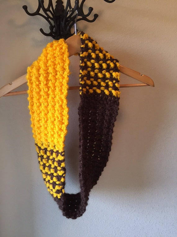 Color Block Cowl -- a loom knit pattern