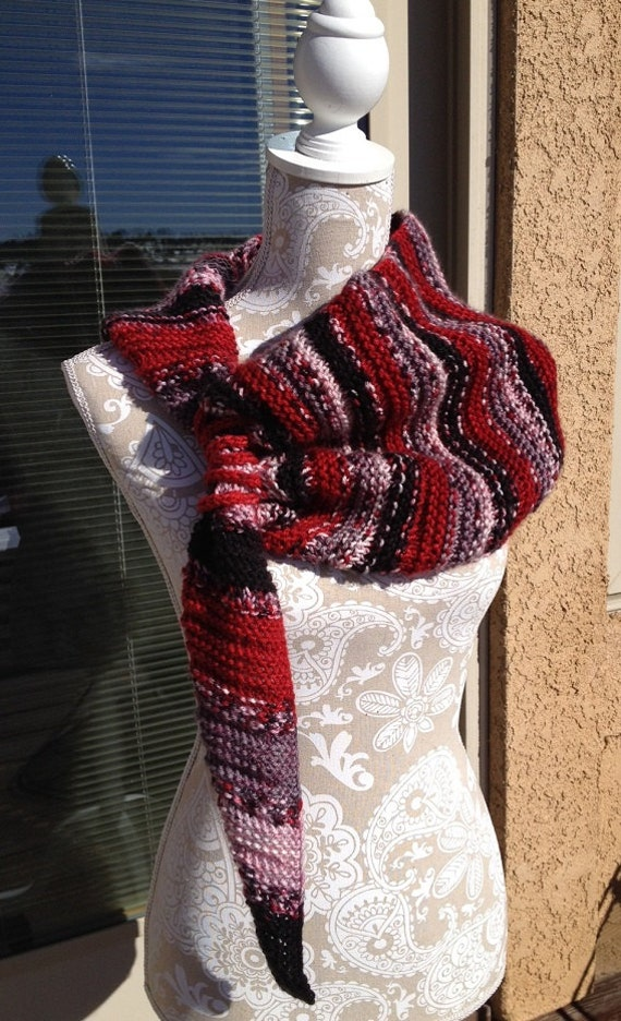 Red Rocks Scarf  --  a loom knit pattern