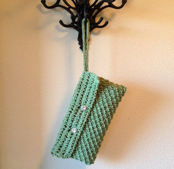 Zippered Wristlet - a loom knit pattern