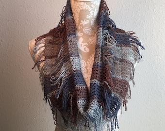 Fringe Benefits Cowl -- a loom knit pattern
