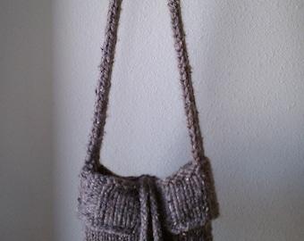 Bucket Bag- a loom knit pattern