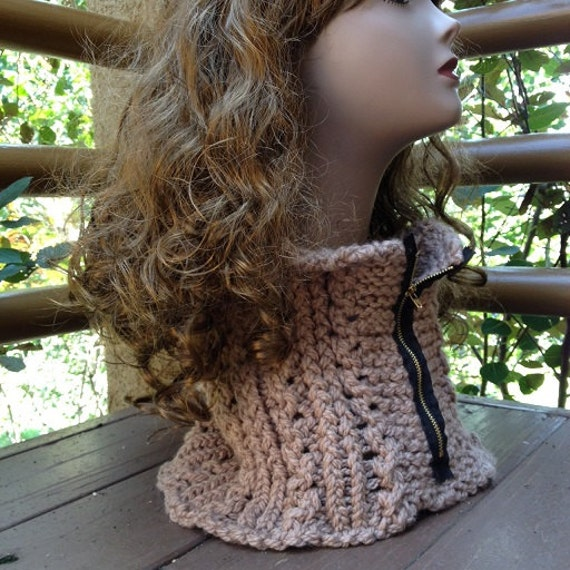 Zipper Lace Ribbed Cowl - a loom knit pattern