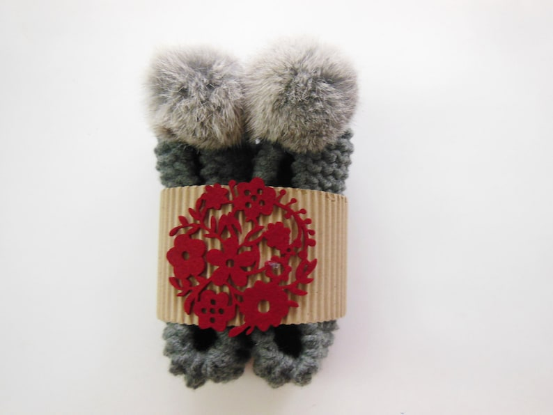 Women/'s Slippers High Quality Soft  Faux Fur Pom Poms Gift Wrapping Gray  NON-SLIP  Chunky Slippers Knitted Footwear Crochet Slippers