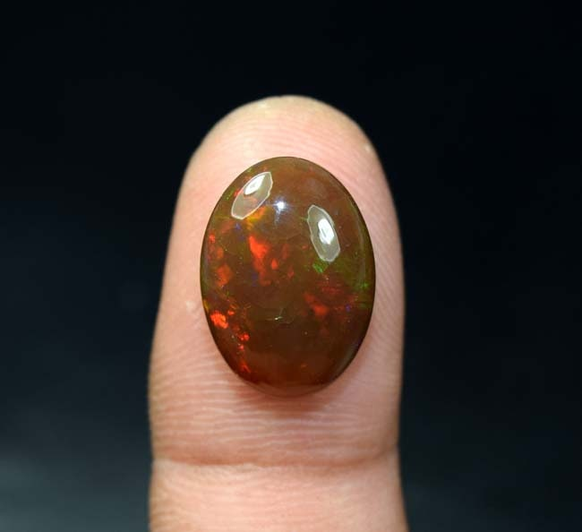 Ethiopian Opal noir 7,60 Cts. Cts. 7,60 100 % naturel foudre feu éthiopienne opale noire ornée d'un cabochon ovale pierres précieuses en vrac 2e7e35