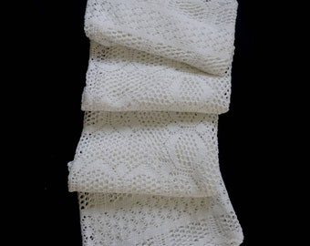 Vintage handmade knitted square tablecloth -- white knitted tablecloth with flower center -- 43x43 inches / 109x109 cm