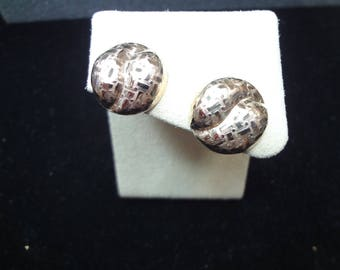 c174 Beautiful 14K Yellow Gold Pierced Etched Button Earrings