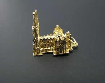 c740 St. Patricks Cathedral 3d Charm/ Pendant in 14k Yellow gold