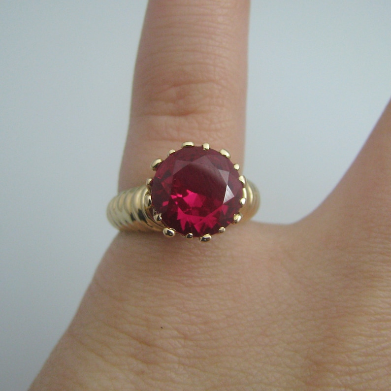 d939 Stunning 14k Yellow Gold Synthetic Ruby Ring