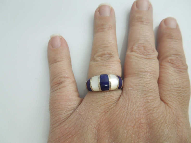 g520 Stunning Sterling Silver Ladies Lapis Lazuli and Mother of Pearl Ring
