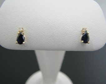a932 Beautiful Pear Shaped Sapphires with a Small Diamond Peak 14k Yellow Gold
