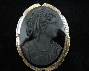 a848 Beautiful Vintage Black Cameo Brooch Pin in a Gold Filled Mounting