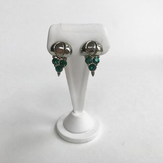 e326 Vintage Classic Silver Tone Green Stone Clip